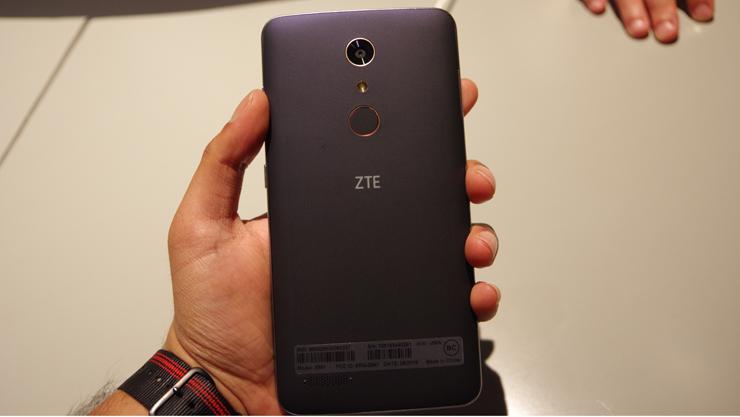 ZTE-zmax-pro-back.jpg